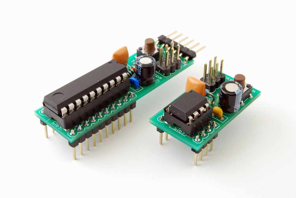 Atmel 8-bit AVR Microcontroller with 2/4/8K Bytes In